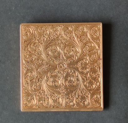 Small ETUI with mobile flap in 750°/°°° yellow gold entirely engraved with foliage...