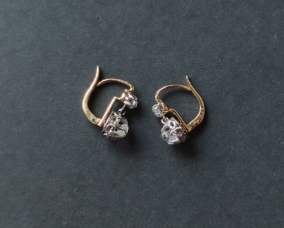 """Pair of """"sleeper"""" earrings in 750°/°° yellow gold set with four cut diamonds Gross..."""