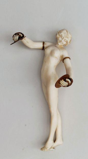 ECOLE FRANCAISE 1925/1930 Danseuse nue aux...