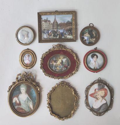 Ensemble de huit miniatures décoratives...
