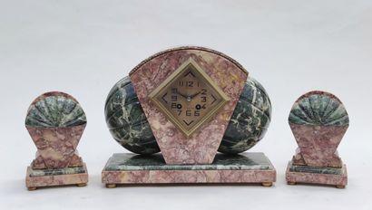 GARNITURE de cheminée en marbre vers 1930...