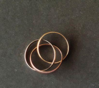 Alliance trois anneaux aux trois ors 750°/°° Poids : 3.8 g, Tour de doigt : 47