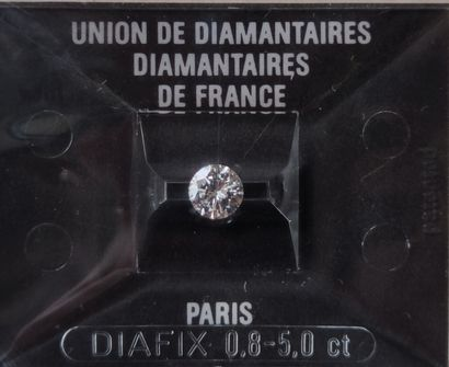 Diamond Brillant size under seal with a weight of 0.69 carat Color : F purity :...