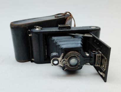 Appareil Photo ancien Kodak dans son étui...
