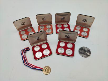 Ensemble de 6 coffrets de quatre médailles...