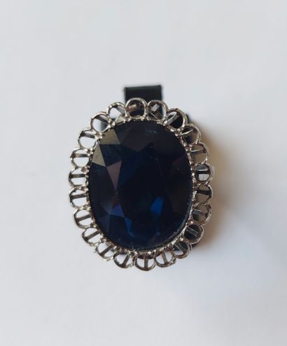 A platinum ring set with a large oval cut sapphire, probably from Australia (missing...