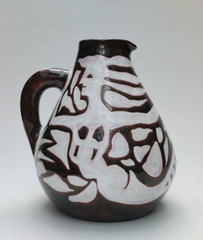Jean LURCAT (1892-1966) Pichet en céramique...