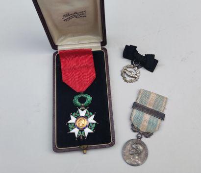 Légion d'honneur et deux autres médailles...