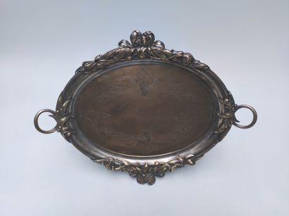 Plateau en métal argenté de forme ovale...
