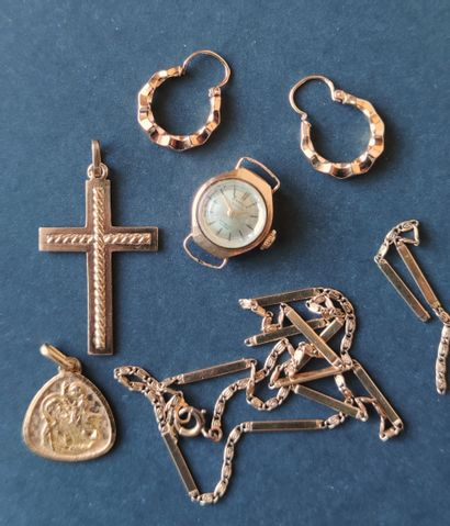 LOT : Une Médaille, une Paire de Créole,...