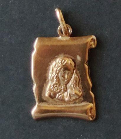 Chaine et deux médailles chiffre 13 et portrait en or jaune 750°/°° Poids : 5.8...