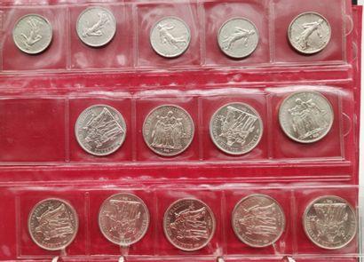 Album comprenant un ensemble de monnaies...