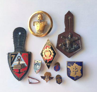LOT de : Sept décorations : valeur militaire - 1939/1945 - Théâtre opérations extérieures...