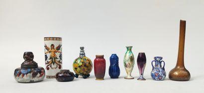 Ensemble de 8 vases miniatures, 1 corps...