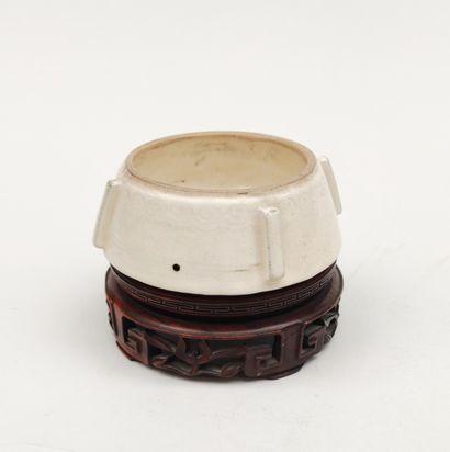Petite COUPE de forme ronde en céramique...