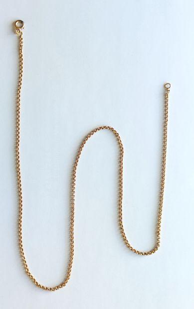 CHAINE en or jaune 750°/°° à maillons à motif de deux godrons accolés Long. : 54...