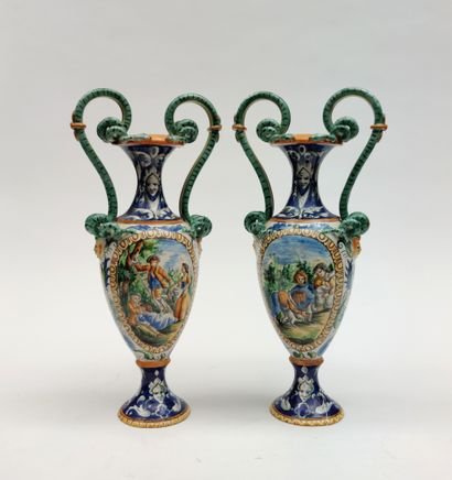 Paire de vases à anses en faience émaillée polychrome dans le goût de Nevers à décor...