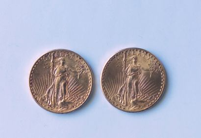 LOT de cinq pièces en or jaune USA comprenant : Deux pièces de 20 Dollars 1927 Liberté...