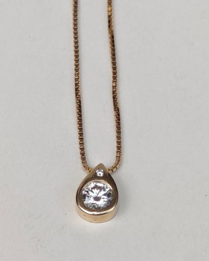 Pendant in yellow gold 750°/°° set with white stones, Gross weight : 9.7 g