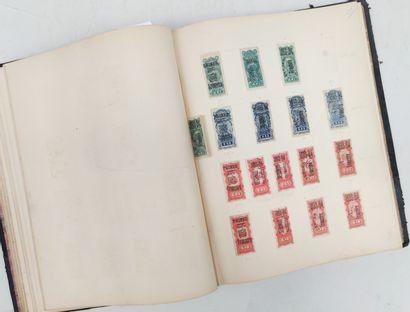ALBUM de timbres fiscaux d'Uruguay Expert...