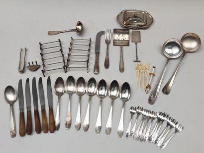 Ensemble de pièces de ménagère en métal argenté : CHRISTOFLE Partie de ménagère...