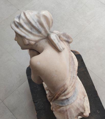 """A. GENAY (XXème siècle) """"Rebecca au puit"""" Sculpture en albâtre signée sur la terrasse..."""
