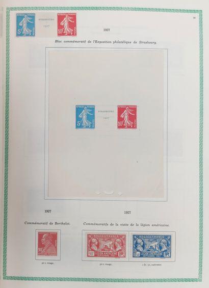 1 boite et 1 album de Timbres France Classique, SM et Moderne dont Sage, Mouchons,...