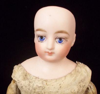Petite poupée parisienne avec corps ployant...