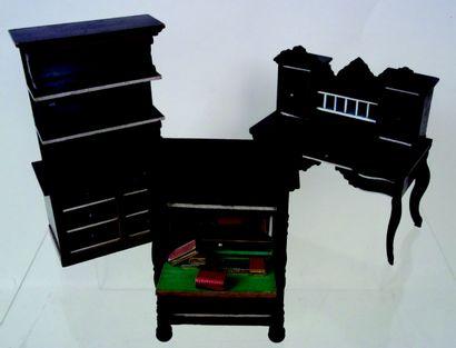 Trois meubles miniatures de style Biedermeyer...