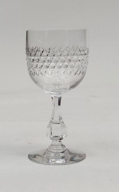 BACCARAT Service de verres modèle LUCULLUS comprenant : 11 verres à vin, 12 verres...