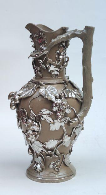 KERAMIS Verseuse en terre cuite à motifs...