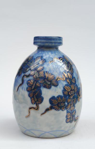 Charles THARAUD - LIMOGES VASE en porcelaine...