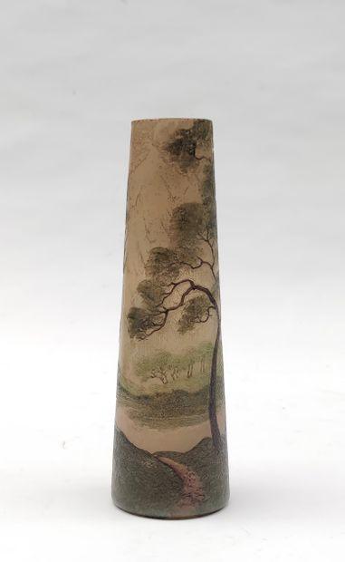 LEGRAS industrie Vase d'édition industrielle en verrerie gravée à l'acide à décors...