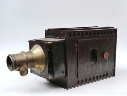 Ancien projecteur en métal peint et laiton pour image sur plaque de verre