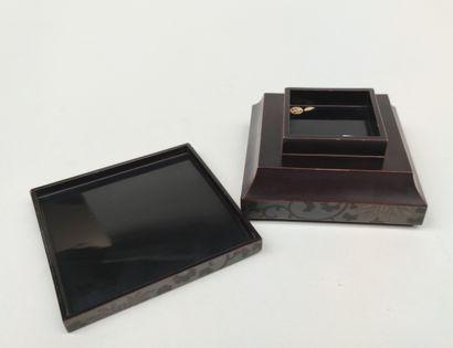 Petite boite carré en laque, JAPON MEIJI fin du XIXe siècle 6 X 12 X 12 cm (petites...