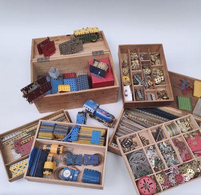 MECCANO Important ensemble de pièces du jeu documentation EXPERT : FRANCOIS THEIMER...