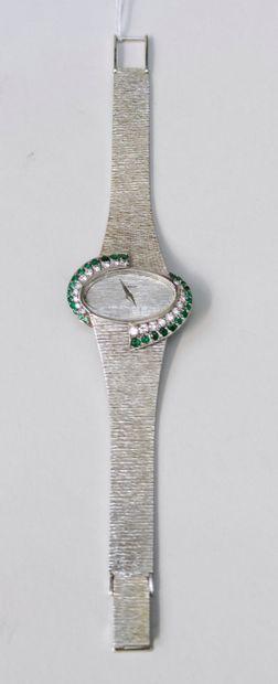 Montre bracelet de dame en or blanc 750°/00, marque ETERNA Lunette de forme ovale...