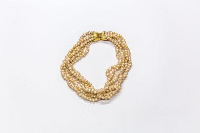 Les Bernard - (années 1990 - Etats Unis)  Collier composé de cinq rangs de 68 perles...