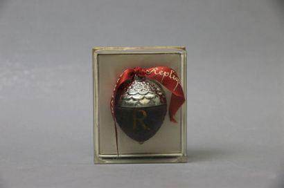 """Raphaël - """"Réplique"""" - (1945)  Présenté dans son coffret cubique en carton et celluloïde..."""