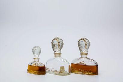 "Hattie Carnegie - ""Perfume n°7"" - (années 1930)  Trois flacons figurant Madame Hattie..."