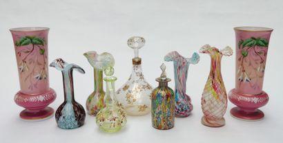 Ensemble de 9 vases et carafons en verrerie...