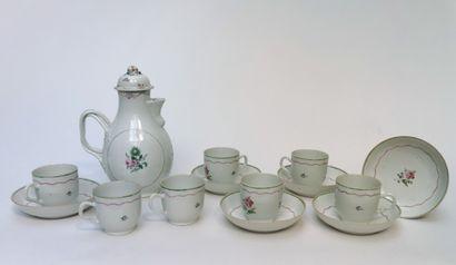 Verseuse , sept tasses et six sous-tasses...