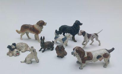9 figurines dont 8 chiens et un lapin en...