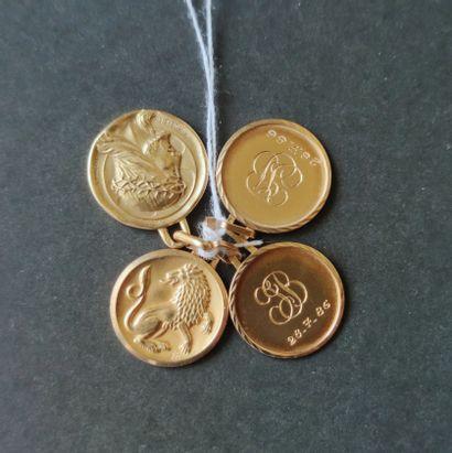 Ensemble de quatre petites médailles en or...