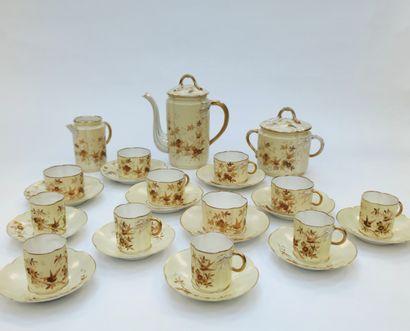 Service à café en porcelaine à décor d'oiseaux...