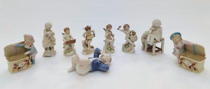 CAPODIMONTE, Suite de 4 sujet en porcelaine...