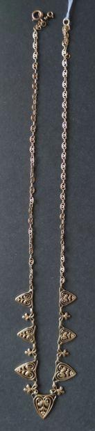COLLIER draperie en or jaune 750°/°° à sept motifs ajourés à motif de feuillages...