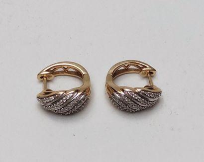 Paire de boucles d'oreille en or jaune 750°/00, chacune sertie de 5 lignes de petits...