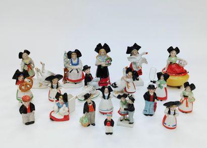 19 petits sujets alsaciens en céramique...