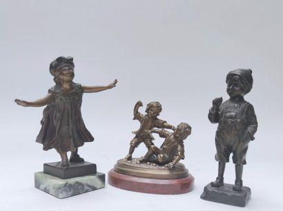 ensemble de trois épreuves en bronze décoratves...